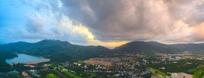 La vue aérienne Kho a sonné le point de vue de marque de terre d'endroit de Phuket au milieu de la ville de Phuket Photos libres de droits