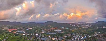 La vue aérienne Kho a sonné le point de vue de marque de terre d'endroit de Phuket au milieu de la ville de Phuket Photo stock