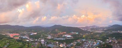 La vue aérienne Kho a sonné le point de vue de marque de terre d'endroit de Phuket au milieu de la ville de Phuket Photographie stock