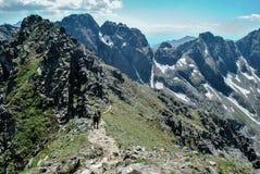 La vue au-dessus de hautes montagnes de Tatra de Granaty fait une pointe Photo libre de droits
