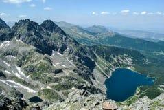 La vue au-dessus de hautes montagnes de Tatra de Granaty fait une pointe Photographie stock libre de droits