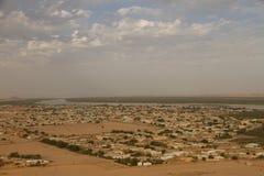La vue au-dessus de Karima du jebel barkal Photographie stock libre de droits