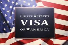 La vue avec le VISA ETATS-UNIS D'AMÉRIQUE des textes sur les Etats-Unis marquent le fond Photographie stock libre de droits