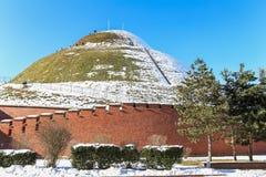 La vue d'hiver de la colline a appelé le monticule/Cracovie/Pologne de Kosciusko image stock