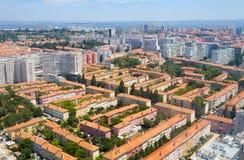 La vue d'oeil du ` s d'oiseau des quarts résidentiels de Lisbonne Portu Photographie stock