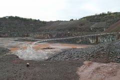 La vue dans une mine de carrière pour le porphyre bascule Photographie stock libre de droits