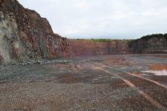 La vue dans une mine de carrière pour le porphyre bascule Photo libre de droits