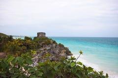 La vue de bord de la mer de Dieu de temple de vents dans Tulum, Yucatan, M Photographie stock