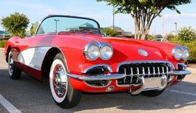 La vue de côté du début des années 50 modèlent Corvette antique rouge Photographie stock