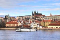 La vue de château de Prague de Charles Bridge à Prague, République Tchèque images libres de droits