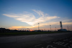 La vue de coucher du soleil de l'aéroport Image libre de droits