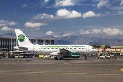 La vue de l'aéroport du nom de Héraklion de Nikos Kazantzakis Photographie stock libre de droits