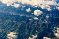La vue de l'avion au-dessus du nuage et du ciel Image libre de droits