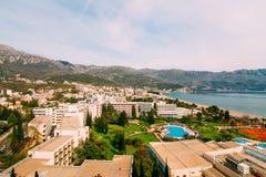 La vue de l'hôtel sur la promenade de Becici Photos stock