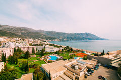 La vue de l'hôtel sur la promenade de Becici Photo libre de droits