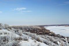 La vue de la côte. En hiver. Photo stock