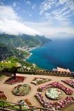 La vue de la villa Rufolo fait du jardinage dans Ravello, Italie Images libres de droits