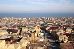 La vue de la ville de Derbent de la forteresse de Naryn-Kala photographie stock libre de droits