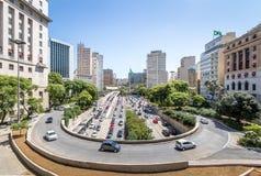 la vue de 23 de Maio Avenue de la vue de Viaduto font Cha Tea Viaduct - Sao Paulo, Brésil Photos libres de droits