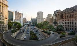 la vue de 23 de Maio Avenue de la vue de Viaduto font Cha Tea Viaduct - Sao Paulo, Brésil Photo stock