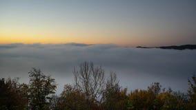 La vue de matin au-dessus du lac allemand a appelé Edersee clips vidéos