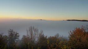 La vue de matin au-dessus du lac allemand a appelé Edersee banque de vidéos