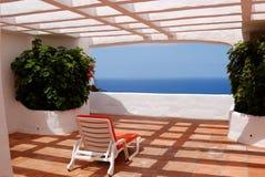 La vue de mer d'une terrasse d'hôtel de luxe image stock