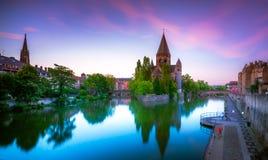 La vue de Metz avec le temple Neuf s'est reflétée en rivière de la Moselle, Lorraine photos libres de droits