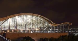 La vue de nuit de l'aéroport international de Changhaï Pudong Images libres de droits