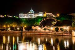 La vue de nuit du palais présidentiel et le théâtre de musique et de drame dans Rike se garent Photo libre de droits