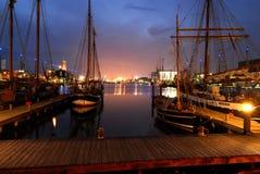 La vue de nuit du pilier de Bremerhaven, Allemagne photographie stock libre de droits