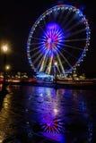 La vue de nuit de grand roulent dedans Paris