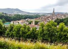 La vue de panorama de la vieille ville de Berne à partir du dessus de montagne dans la roseraie, rosengarten, le canton de Berne, Photo stock