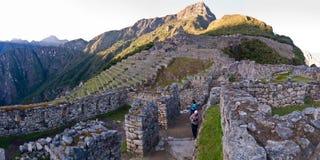 La vue de picchu de Machu a dirigé vers le journal d'Inca Image libre de droits