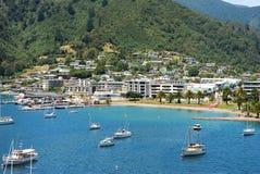La vue de Picton et la baie d'une côte complètent Photo stock