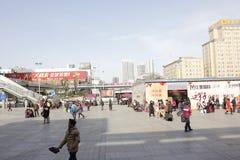 La vue de rue d'hiver dans la ville de XiangYang (Hubei, porcelaine) Photographie stock libre de droits