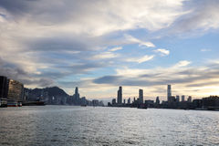 la vue de Victoria Harbor au ferry HK Photographie stock