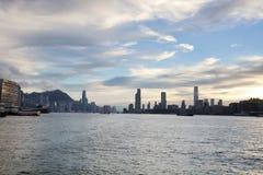la vue de Victoria Harbor au ferry HK Image stock