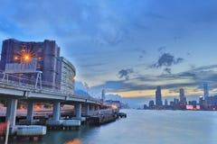 la vue de Victoria Harbor au ferry HK Photos libres de droits