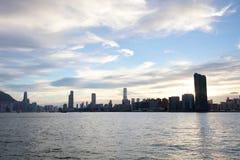 la vue de Victoria Harbor au ferry HK Photos stock