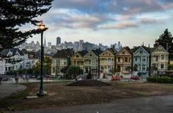 La vue de ville a peint des dames avec le réverbère en San Francisco Cali image libre de droits
