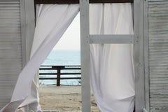 La vue dedans aux fenêtres de l'océan Image stock