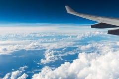 La vue des avions à réaction de fenêtre Image stock