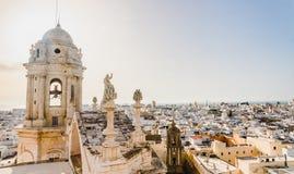 La vue des toits de Cadix, Espagne, du beffroi de sa cathédrale photos libres de droits