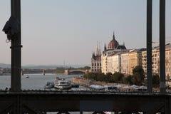 La vue du bâtiment du Parlement de Budapest en automne photographie stock libre de droits