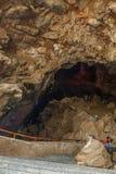 La vue du borra foudroie avec le groupe de voyageurs non identifiés à la vallée d'Araku, Visakhapatnam, Andhra Pradesh, le 4 mars Image libre de droits