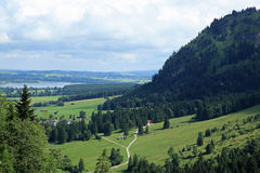 LA VUE DU CHÂTEAU DE BAVARIAS NEUSCHWANSTEIN Photo stock