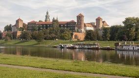 La vue du château et du fleuve Vistule royaux de Wawel Image libre de droits