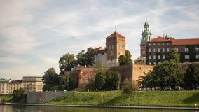 La vue du château et du fleuve Vistule royaux de Wawel Photo stock