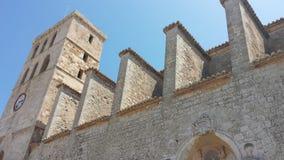 La vue du château historique d'Ibiza Espagne montrant l'architecture historique et ruine ce qui donnent sur la mer et les ports photo stock